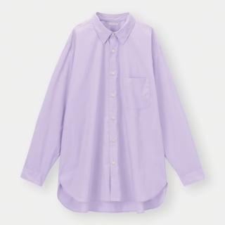 淡いパープルのシャツ