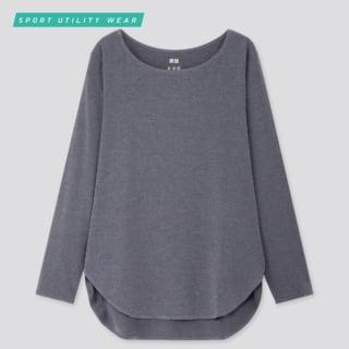 グレーのロングTシャツ
