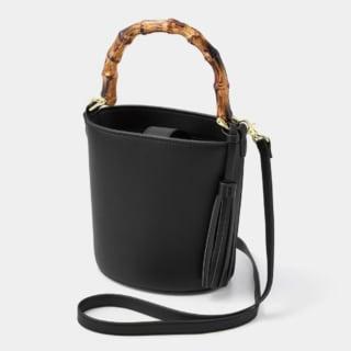 黒レザーのバケツ型バンブーハンドルバッグ