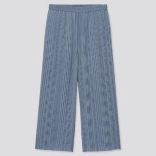 ブルーのプリーツスカートパンツ