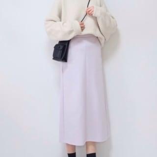 GUのダブルフェイスナロースカートを着ている女性の写真