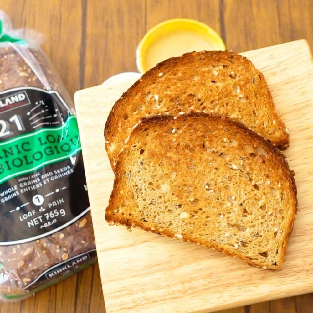 トーストしたコストコの21穀オーガニックパンの写真