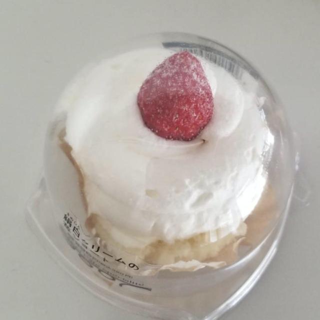 絹白クリームの苺ショートのパッケージを上からみた画像