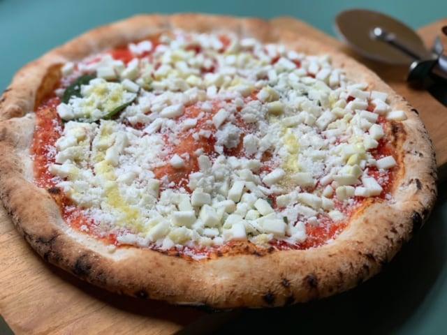 セブンイレブンのピザの金のマルゲリータ中身画像