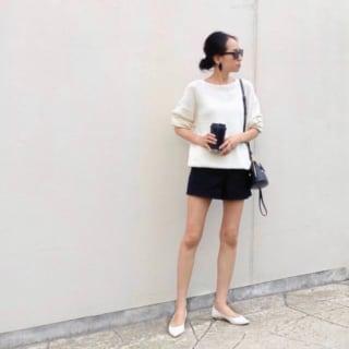 白Tシャツ×ショートパンツコーデ