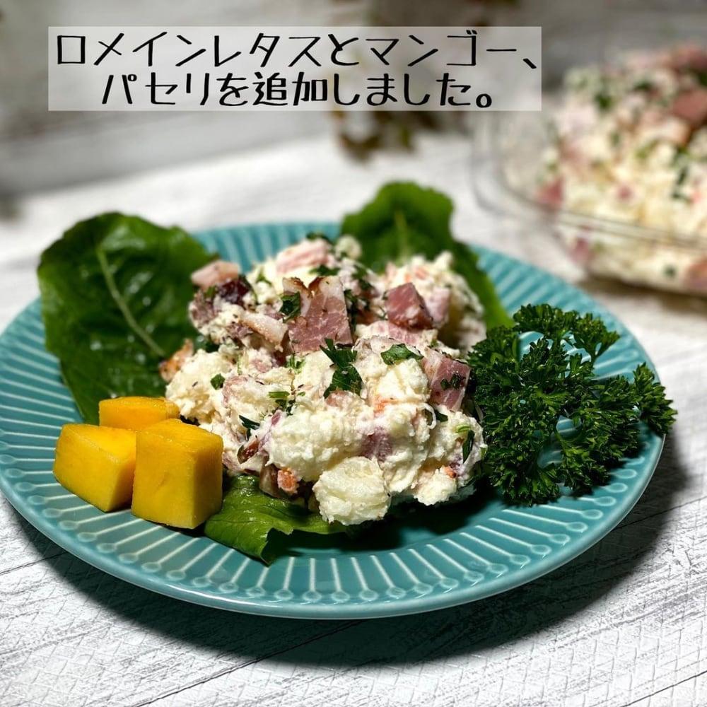 コストコのジャーマンポテトサラダをお皿に盛り付けた写真