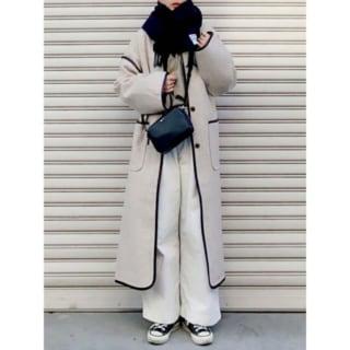 ノーカラーコート似合う女性