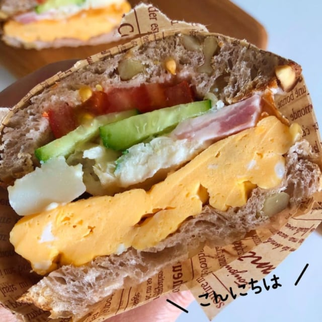 コストコ食材で作ったボリュームサンドの断面写真