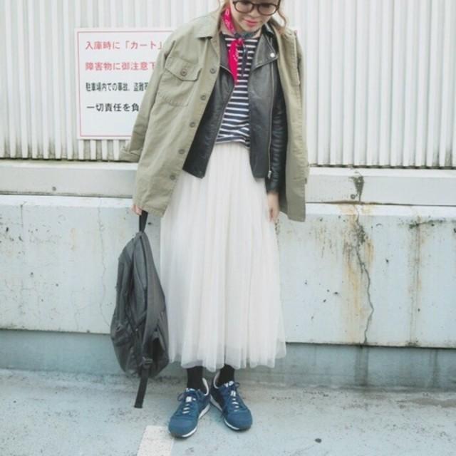 cocaのチュールスカートを履いている女性