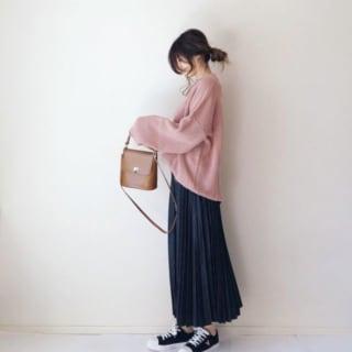 くすみピンク×ネイビースカートコーデ