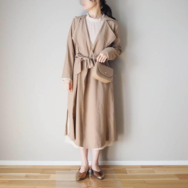 トレンチコートを抜き襟して着るコーデ