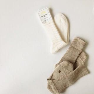 白とベージュの靴下