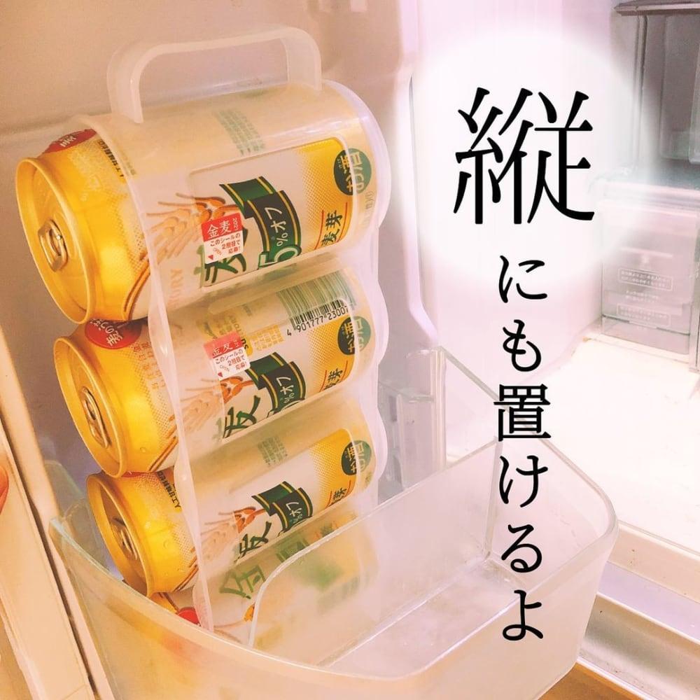 ダイソーの缶ストッカーで缶飲料を縦向きに収納している写真