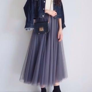 チュールスカートにデニムジャケットコーデ
