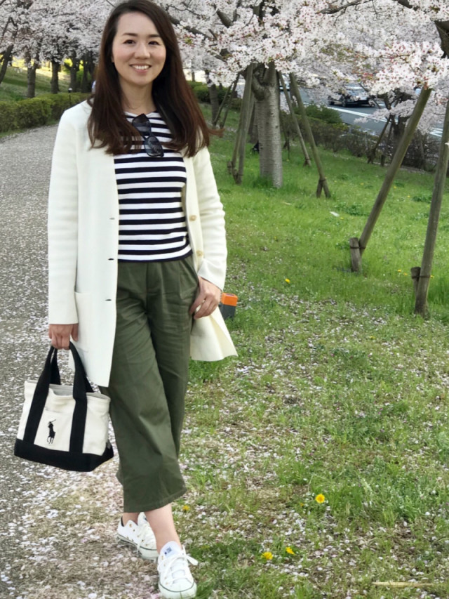 白と黒のトートバッグに似合うボーダーTシャツコーデ
