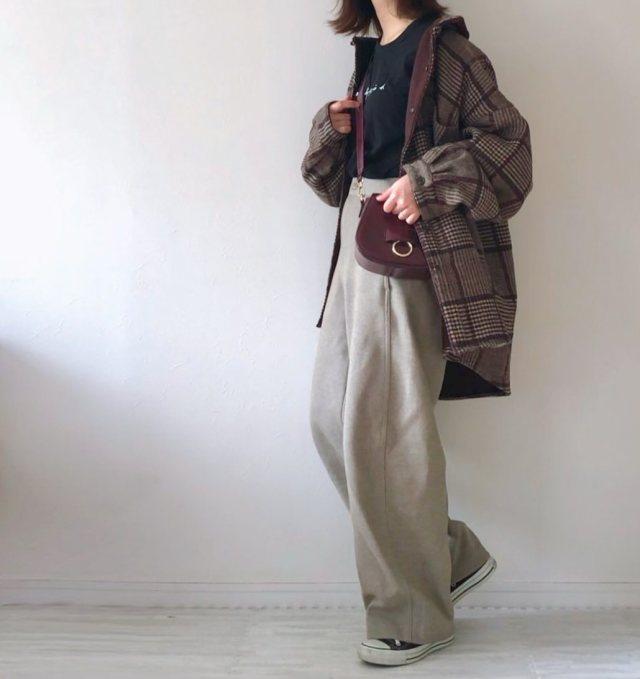 ビッグシャツの人気おすすめレディースコーデ10選|季節別に定番からトレンドまで着こなし方を特集