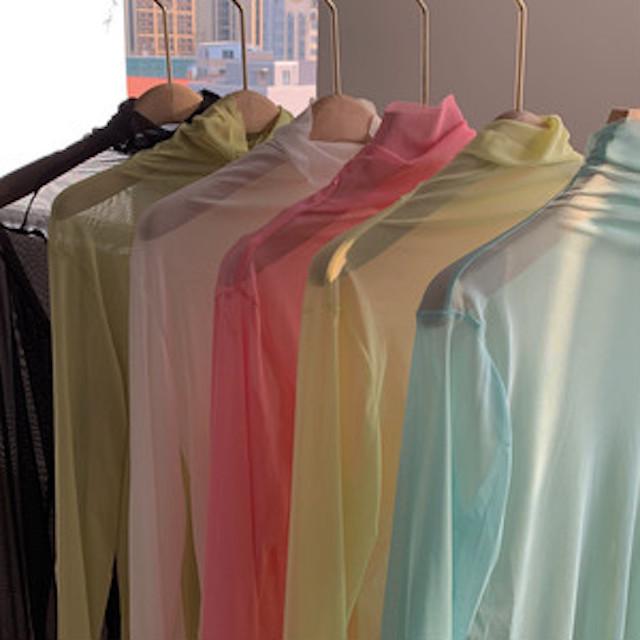 様々な色のシアーハイネックプルオーバー
