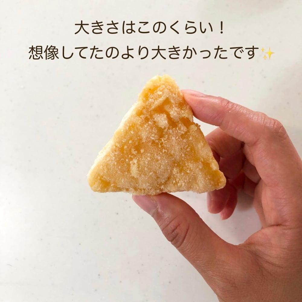 業務スーパーのチーズポテトを手に持っている写真