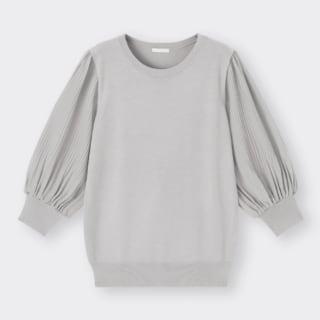 GUのプリーツスリーブクルーネックセーター