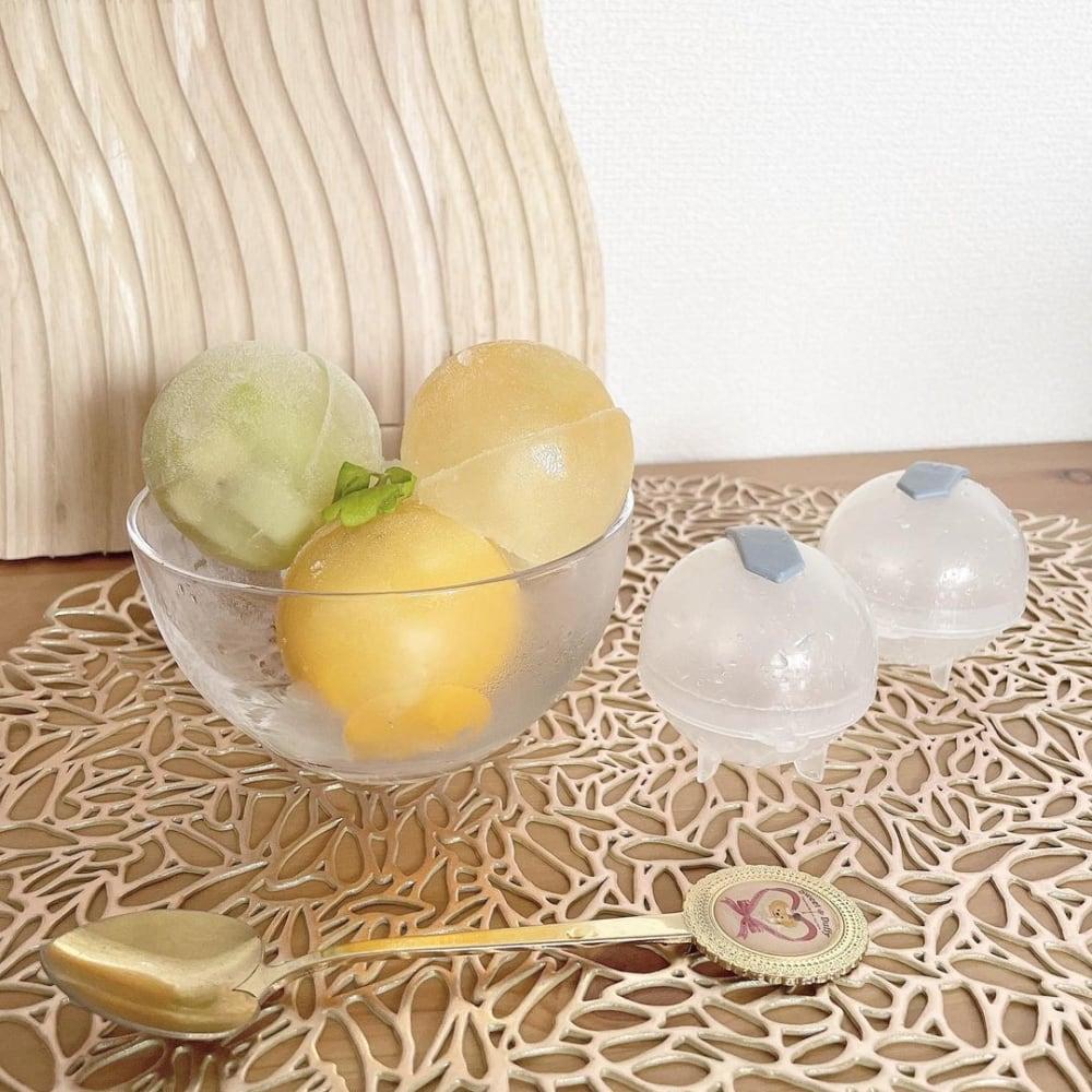 スリーコインズのアイスボールメーカーとデザートグラス