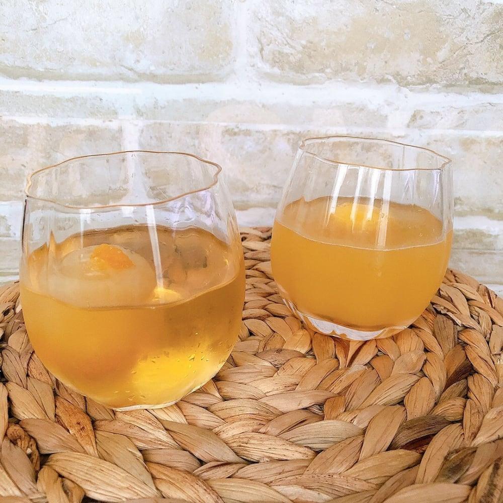 スリーコインズのフラワー型グラス