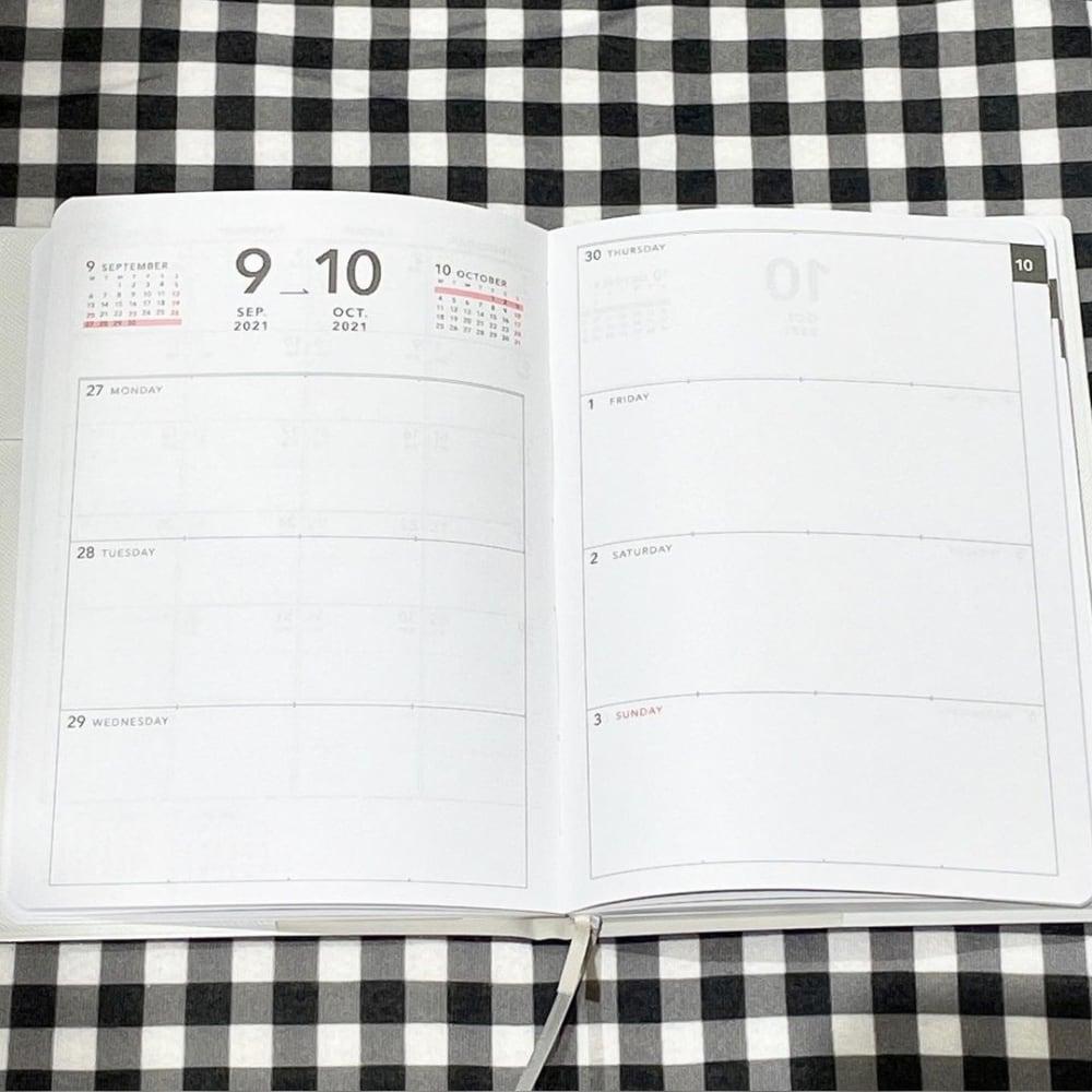 スリーコインズのB6斉須ポケット付き手帳