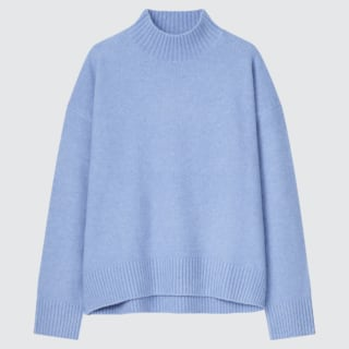 ユニクロのスフレヤーンモックネックセーター